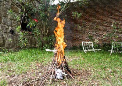 Fuego Yámana en el patio